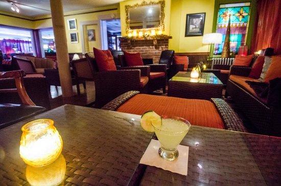 Bridge Inn Pleasantville: Martini Lounge