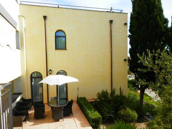 Monti e Mare Apartments: Entrance/exterior of the apartment