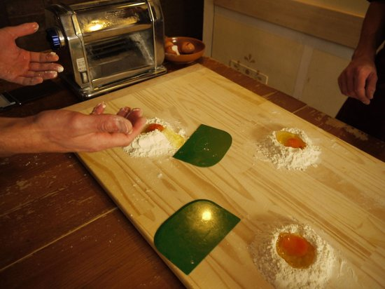Tuscan Pasta School: making the dough