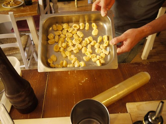 Tuscan Pasta School: hand made gnocchi - can you tell which are matteo's and which are ours?