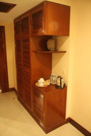 Soria Moria Boutique Hotel: armario entrada con te, cafe, y agua gratis