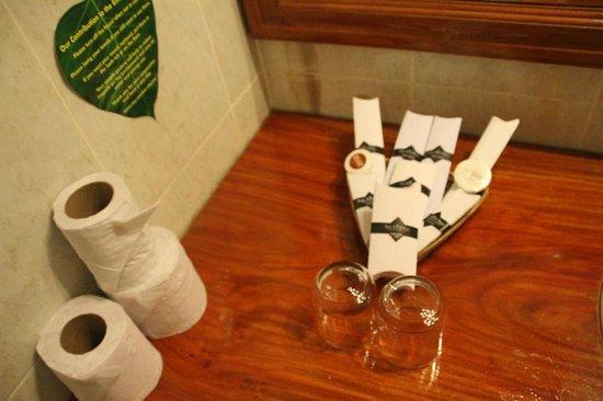 Soria Moria Boutique Hotel: kit baño