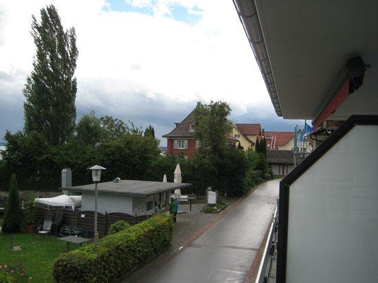 Gäestehaus Seeblick: Blick aus dem Zimmer nach rechts, mit Fischstand, lecker!