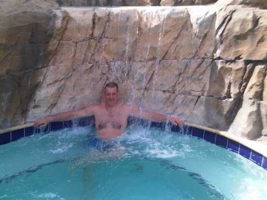 Coco Key Hotel and Water Park Resort : the jaccuzi is a fantastic way to chil after a hard day at universal