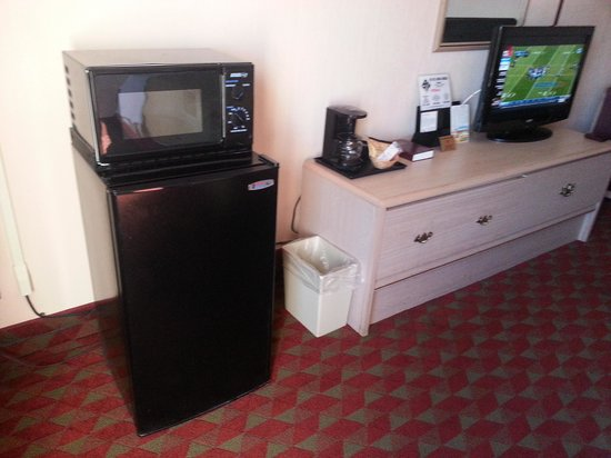 Ramada Murfreesboro: Fridge, Microwave & TV