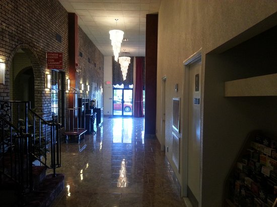 Ramada Murfreesboro: Lobby