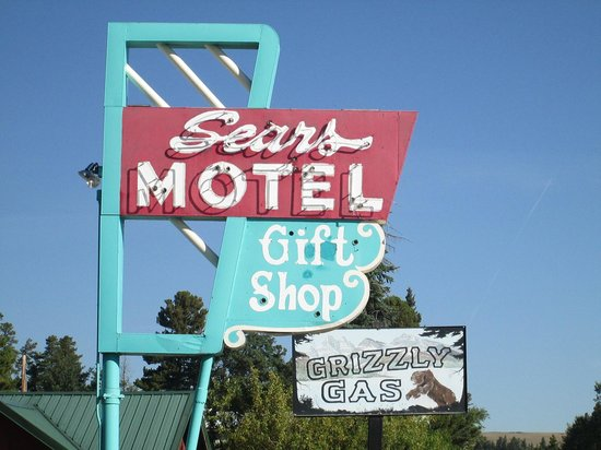 Sears Motel and Campground : From the road