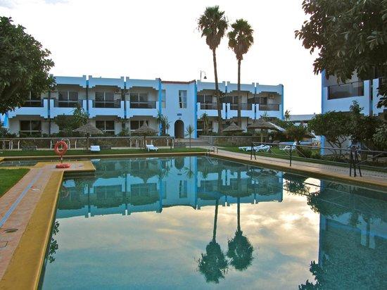 Hotel Al Khaima: the hotel's generous sided pool