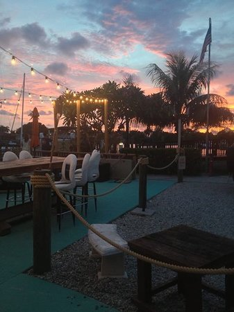 Island Gypsy Cafe & Marina Bar