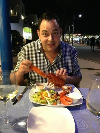 Restaurant Aquarium : Hubby enjoying his lobster