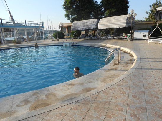 Pyramisa Isis Corniche Hotel : piscina