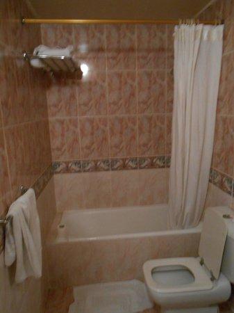 Pyramisa Isis Corniche Hotel : nel bagno