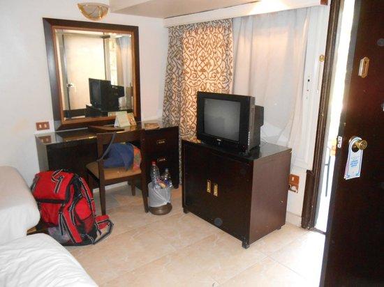 Pyramisa Isis Corniche Hotel : la camera