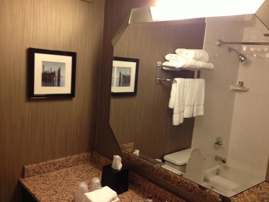 Sheraton Cerritos Hotel at Towne Center: Nice bathroom
