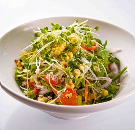 Burger Lounge: Fresh vegetable salad