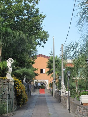 Agriturismo Il Ciliegio dell'Etna: l'entrée de l'hôtel
