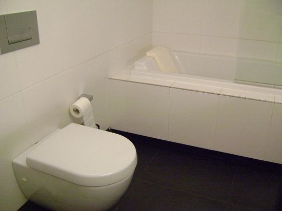 Aparthotel Esplanada, baño, Genk, Bélgica.