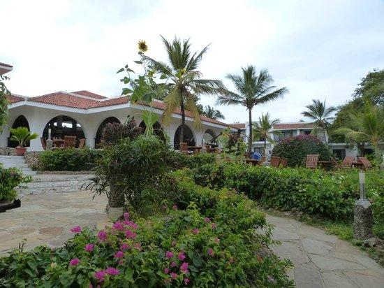 Diani Sea Resort: main hotel, dining room