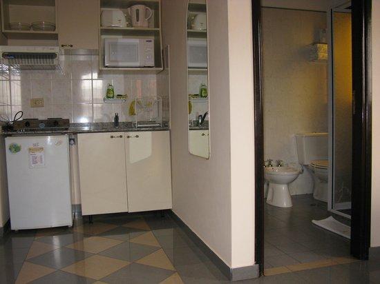 Apart Hotel Mirador de Salta: Sector office y baño