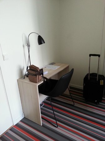 Citybox Bergen: small working table