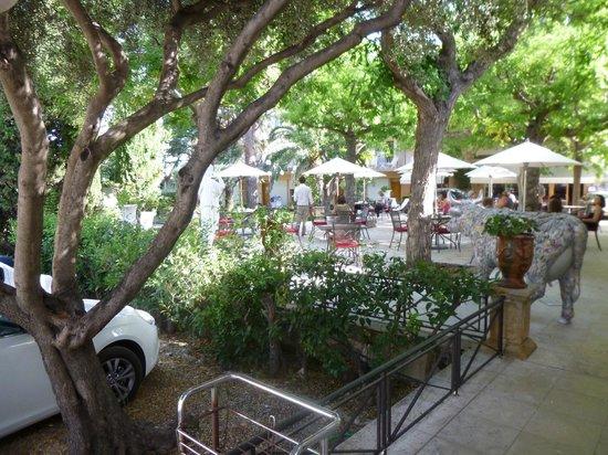 New Hotel Bompard : la terrasse ombragée