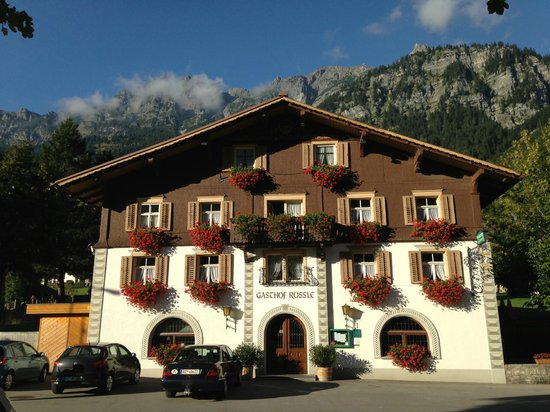 Gasthof Roessle: Front of hotel/restaurant
