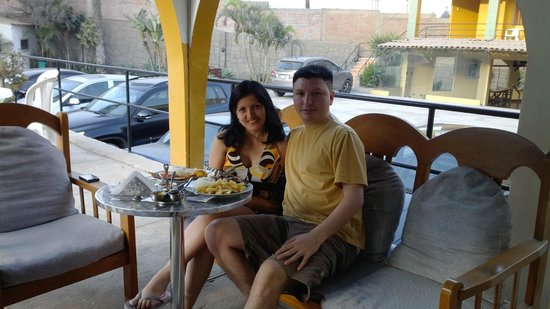 Hotel El Angolo Chosica: LUNCH BY THE POOL