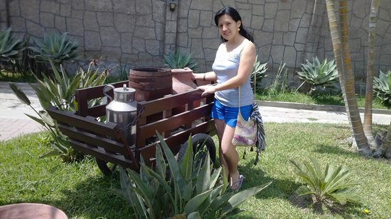 Hotel El Angolo Chosica: WAGON TO A NICE HOTEL ENTRANCE