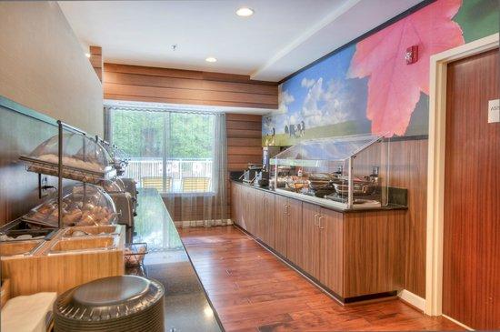 Fairfield Inn & Suites Raleigh Crabtree Valley: Breakfast