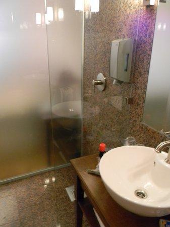 Sangaste Castle Hotel & Hostel: Bathroom