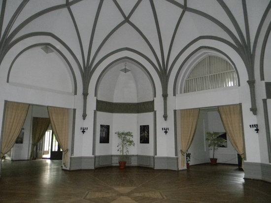 Sangaste Castle Hotel & Hostel: Room inside the castle