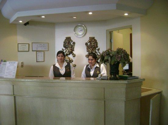 Leon de Oro Inn & Suites: 3