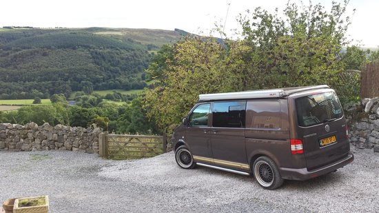 Sun Bank Holiday Cottage and Bed & Breakfast: Parked up outside the cowshed overlooking the wonderful views