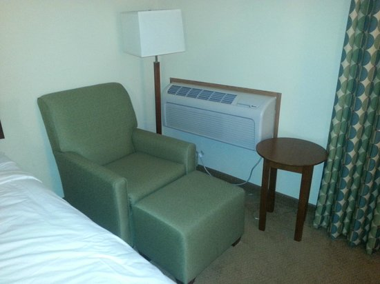 Country Inn & Suites By Carlson, Lincoln Airport: sitting area by window