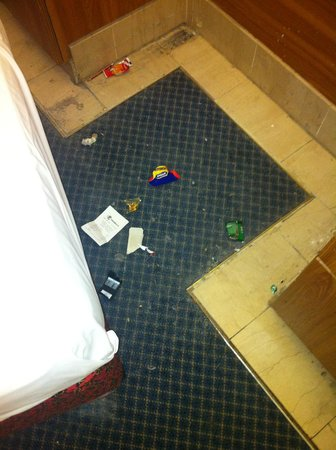 Kings Hotel : What was under the bed!!
