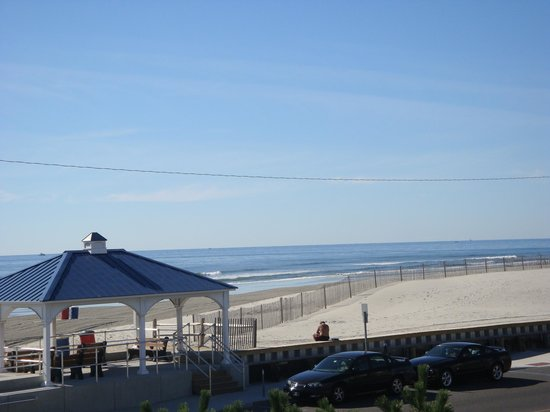 Aloha Oceanfront Motel: View from Sundeck