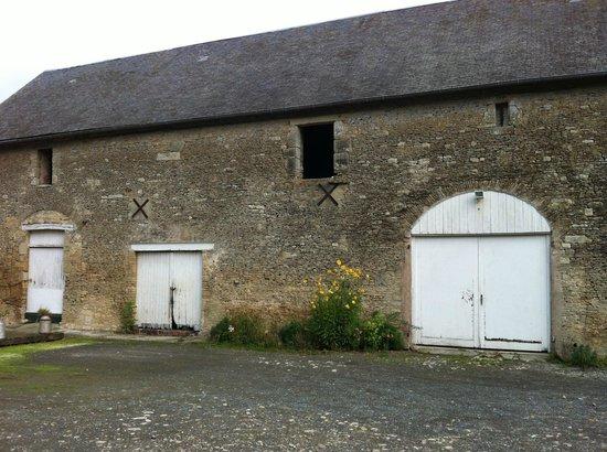 Manoir De La Riviere Bed and Breakfast: La grange