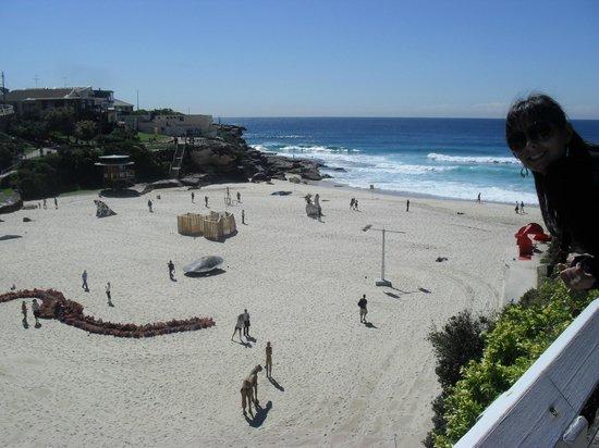 Sydney Coast Walks - Day Walks: Com as esculturas lá embaixo.
