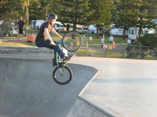 Breakwall: Kids at Skate Board Park