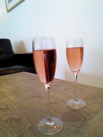 Hotel La Place : champagne arrival