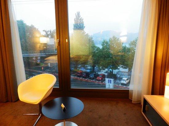 Radisson Blu Hotel, Lucerne: 窓からルツェルン湖が見える