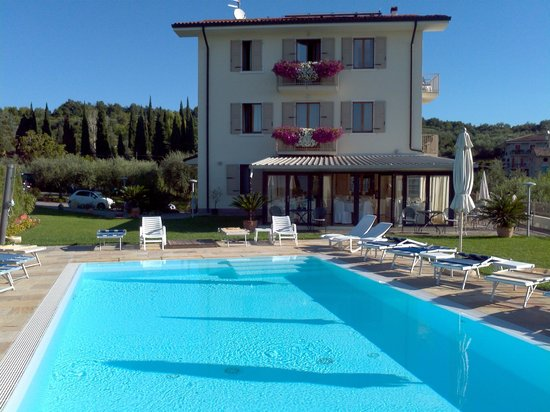 Albergo Valbella : Hotel and Pool
