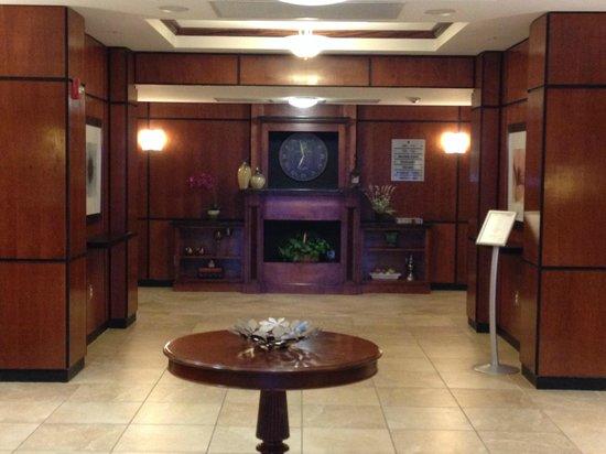 هوليداي إن إكسبرس هوتل آند سويتس ماكون: The Foyer