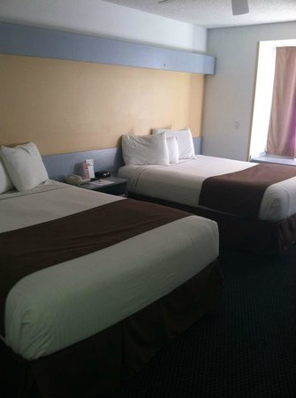 Mt. Pleasant Inn & Suites: Two Queen Room