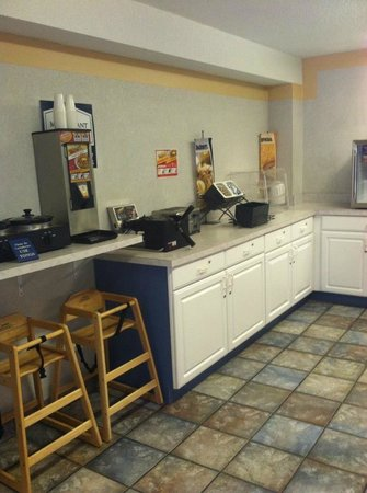Mt. Pleasant Inn & Suites: Breakfast area