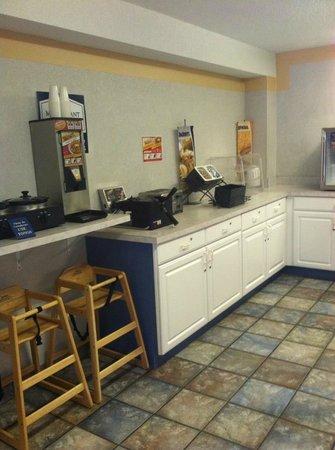 Mt. Pleasant Inn & Suites : Breakfast area