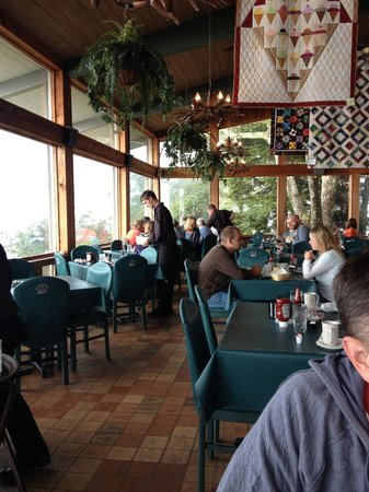 Pisgah Inn: On-site restaurant with glass windows for mountain viewing.