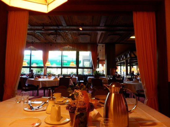 Hotel Kaiseralm: 朝食のレストランにて