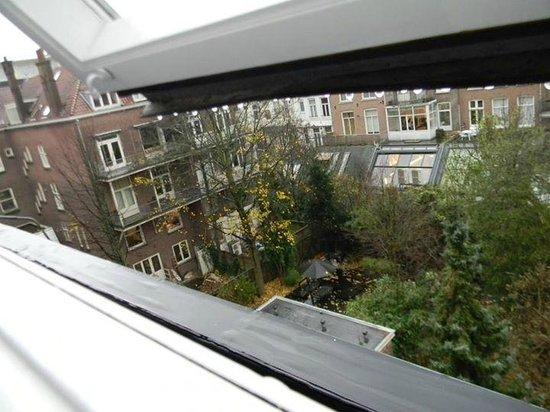 Hotel Vossius Vondelpark: Vista da janela do nosso quarto...