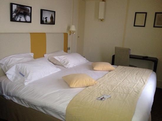 Hotel de l'Universite: my room